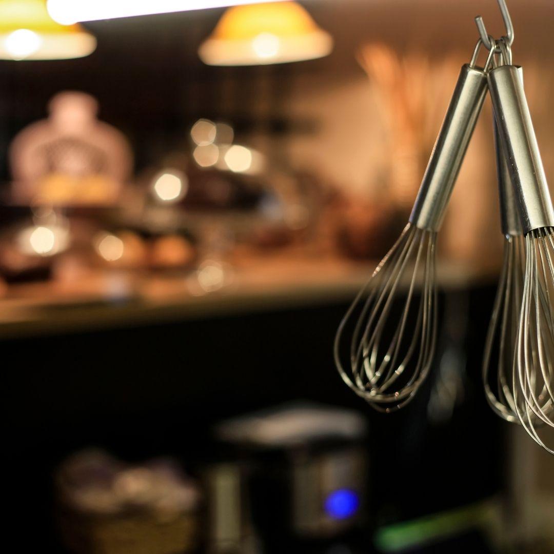 Dark kitchen Paris